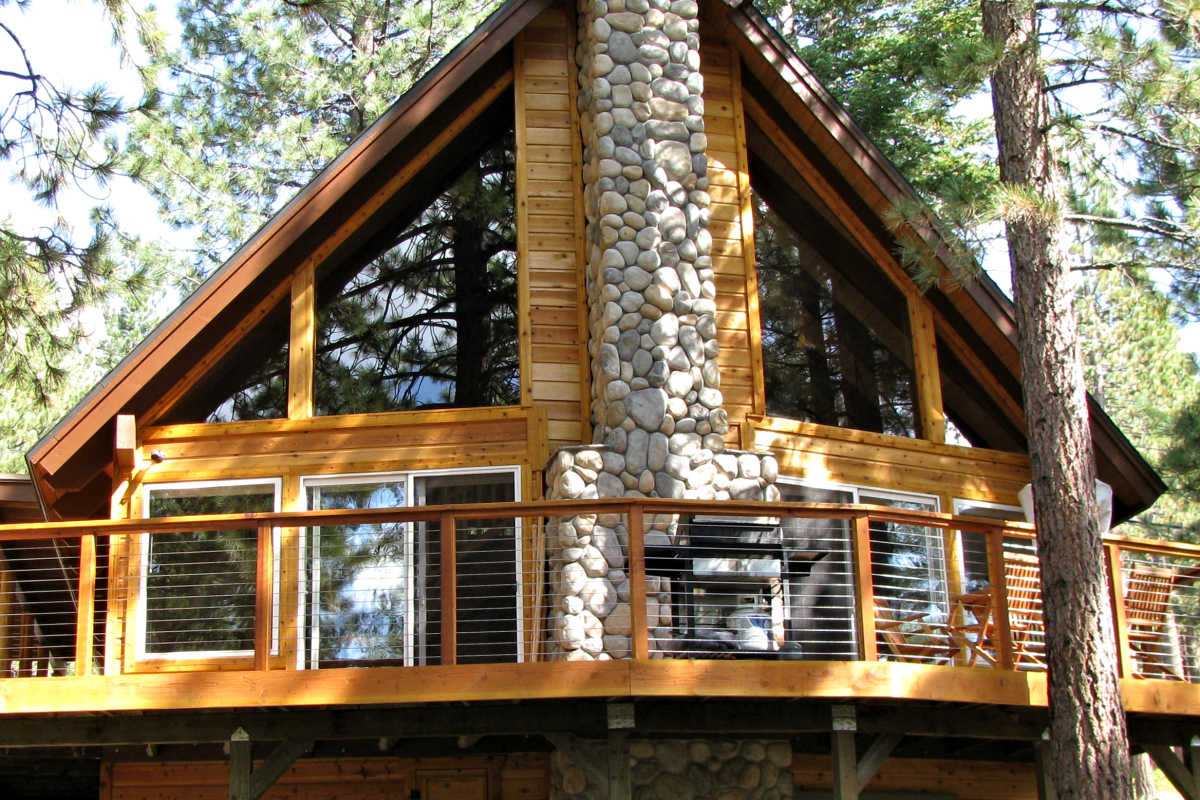 DUTCH LAP SIDING 1X8 PATTERN INCENSE CEDAR MILL SELECT GRADE CABIN IN TAHOE - FACTORY FINISHED NATURAL CEDAR TONE